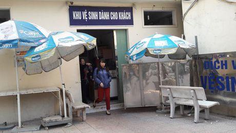 Nha ve sinh benh vien: Nga ngua voi hanh vi cua cac 'thuong de' - Anh 1