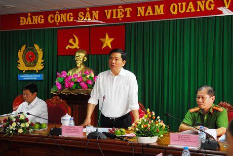 Bi thu Dinh La Thang goi y TPHCM thue truc thang chua chay - Anh 1