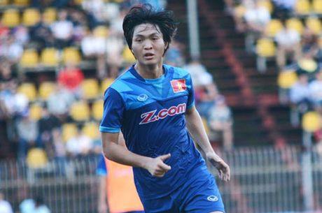 DIEM TIN SANG (29.11): HLV Huu Thang tim duoc nguoi 'the than' Dinh Luat - Anh 2
