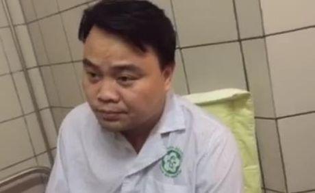 Vu khong che con tin o BV Bach Mai: Loi ke nguoi thoat chet - Anh 1