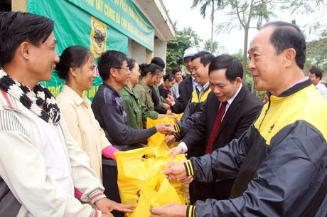 CTCP Phan bon Binh Dien ho tro nong dan Ha Tinh bi thiet hai vi bao lu - Anh 1