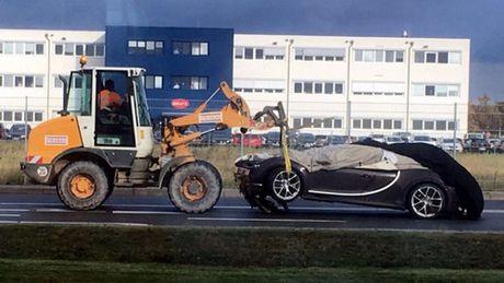 Sieu xe Bugatti Chiron dau tien gap nan - Anh 1