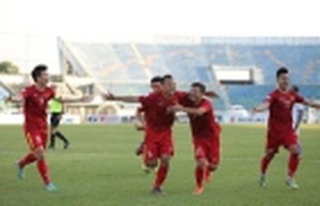 Diem tin hau truong 29/11: Swansea City 'nhan doi' qua… tivi; CDV Campuchia cay cu 'dim hang' DT Viet Nam - Anh 11