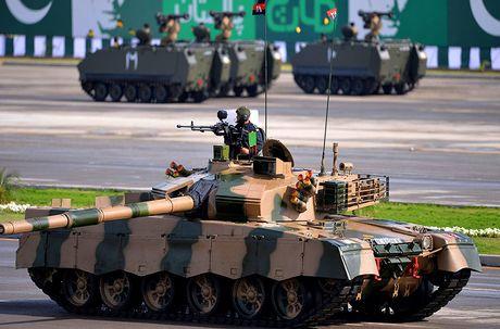 Dang long: Ukraine phai di nang cap xe tang Trung Quoc che tao - Anh 4