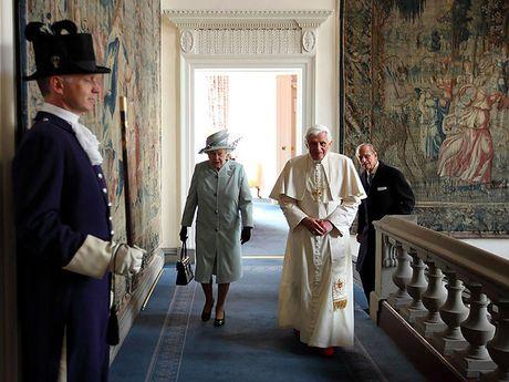 Choang ngop nhung noi o cua Nu hoang Anh Elizabeth II - Anh 6