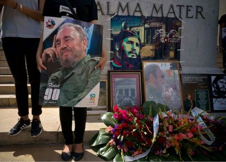 Dong nguoi dai bat tan cho tien biet Lanh tu Fidel Castro - Anh 7