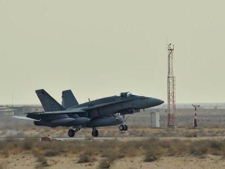 Canada: Roi chien dau co CF-18, phi cong tu nan - Anh 1