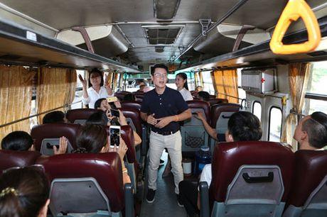 Nghe sy noi tieng di xe buyt ung ho mot TP Ho Chi Minh an toan va than thien - Anh 2