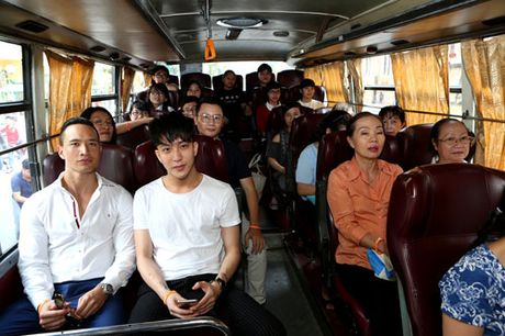 Nghe sy noi tieng di xe buyt ung ho mot TP Ho Chi Minh an toan va than thien - Anh 3