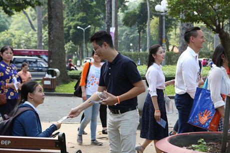 Nghe sy noi tieng di xe buyt ung ho mot TP Ho Chi Minh an toan va than thien - Anh 9