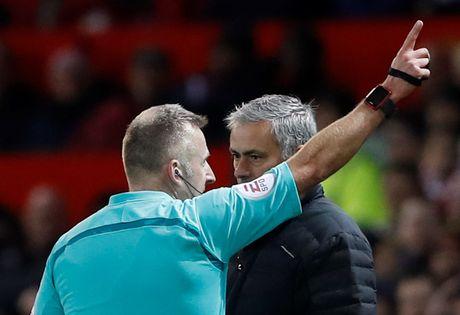 Ban lanh dao M.U bat dau bat man voi HLV Mourinho - Anh 1