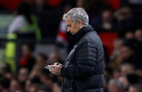 Ban lanh dao M.U bat dau bat man voi HLV Mourinho - Anh 2