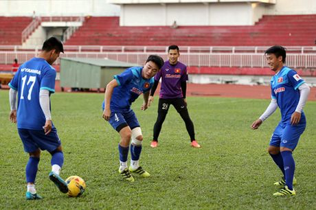 Tuyen Viet Nam tap kin truoc khi len duong di Indonesia da ban ket - Anh 4
