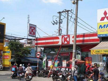 TP HCM: Bao ve cua hang Circle K bi danh chet - Anh 1