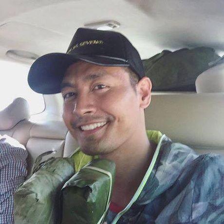 MC Phan Anh lan dau trai long sau khi Facebook duoc mo tro lai - Anh 1
