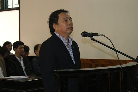Nguyen Chu tich huyen Ky Anh bat ngo khai tai toa... 'bi ep' - Anh 2
