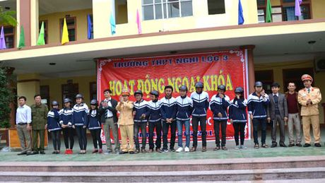 Hon 1000 hoc sinh truong THPT Nghi Loc 3 cam ket ATGT - Anh 3