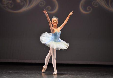 Gap go nu sinh 13 tuoi voi hon 10 nam tren san dien Ballet - Anh 1