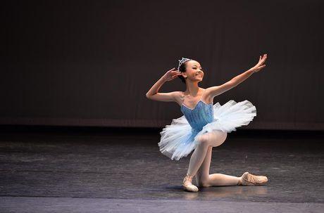 Gap go nu sinh 13 tuoi voi hon 10 nam tren san dien Ballet - Anh 2