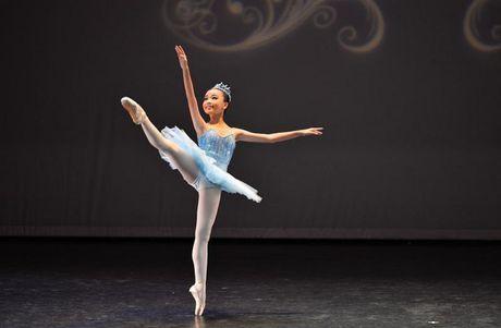 Gap go nu sinh 13 tuoi voi hon 10 nam tren san dien Ballet - Anh 3