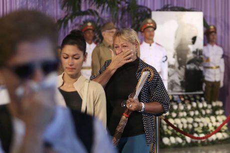 Nguoi Cuba xep hang dai vieng lanh tu Fidel Castro - Anh 11