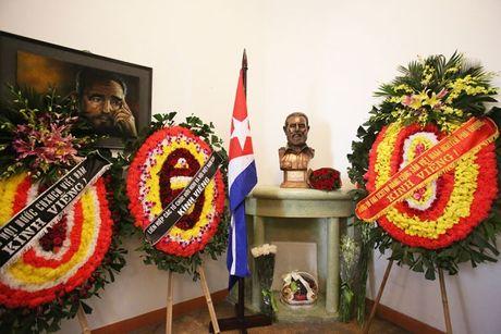 Nguoi Cuba xep hang dai vieng lanh tu Fidel Castro - Anh 12