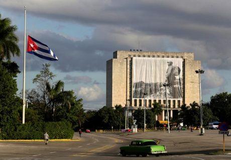 Nguoi Cuba xep hang dai vieng lanh tu Fidel Castro - Anh 1