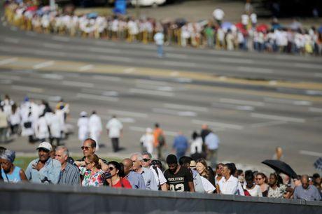 Nguoi Cuba xep hang dai vieng lanh tu Fidel Castro - Anh 3