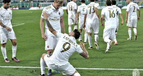 "Tieu diem vong 14 Serie A: ""Lao ba"" can moc buon, thanh Milan hoi sinh - Anh 3"
