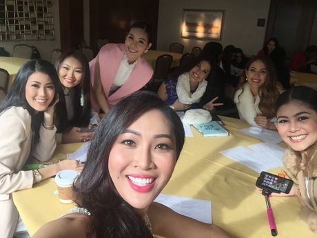 Dieu Ngoc doi dap tieng Anh tu tin ben le cuoc thi Miss World 2016 - Anh 1