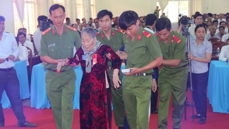 Phong, truy tang danh hieu cho 111 Ba me Viet Nam anh hung - Anh 3