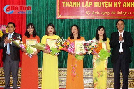 Trao thuong thi Tim hieu lich su 180 nam thanh lap huyen Ky Anh - Anh 4
