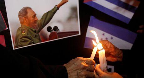 Obama va Putin khong sang Cuba du le tang Fidel Castro - Anh 1