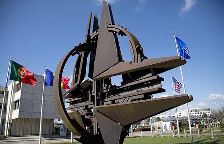NATO khong san sang tu bo moi hoang tuong co ten 'de doa Nga' - Anh 1