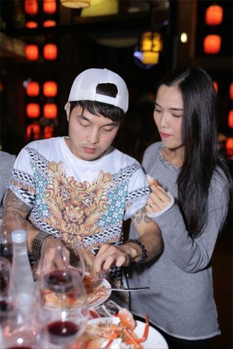 'Phat hon' voi nhung ong chong 'soai ca' cua showbiz Viet - Anh 10