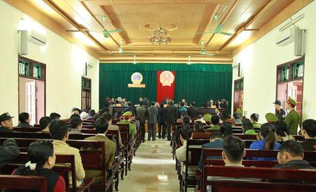 Xet xu nguyen Chu tich huyen 'an dat' lien quan du an Formosa - Anh 2