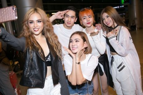 S Girls xinh dep cuon hut don DJ dien trai tu Ha Lan tham gia The Remix 2017 - Anh 8