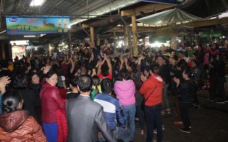 Ha Tinh: Hang tram tieu thuong mo nhac an mung, mo cua kinh doanh tro lai - Anh 1