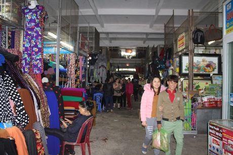 Ha Tinh: Hang tram tieu thuong mo nhac an mung, mo cua kinh doanh tro lai - Anh 2