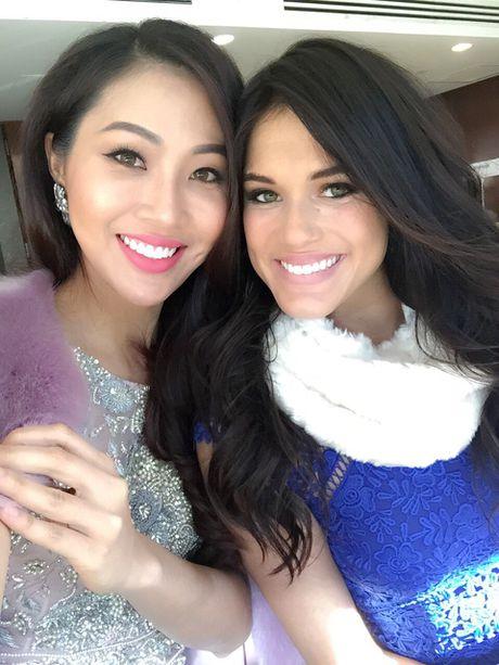 Dieu Ngoc tu tin giao luu bang tieng Anh cung thi sinh Miss World - Anh 3