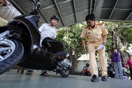 Nguoi Sai Gon chi mat 2 ngay de sang ten xe chinh chu - Anh 1