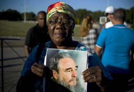 Hang tram nghin nguoi doi vao tien biet lanh tu Fidel Castro - Anh 10
