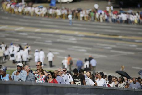 Hang tram nghin nguoi doi vao tien biet lanh tu Fidel Castro - Anh 4