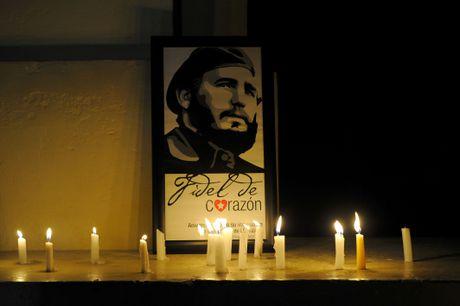 Hang tram nghin nguoi doi vao tien biet lanh tu Fidel Castro - Anh 9
