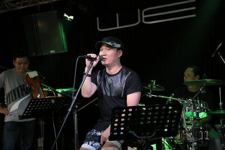 Duc Tuan di xe may den tap Duyen dang Viet Nam - Anh 10
