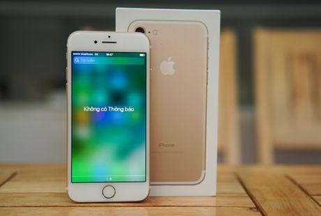 Xuong muc 13 trieu, iPhone 7 khoa mang bat dau hut khach - Anh 1