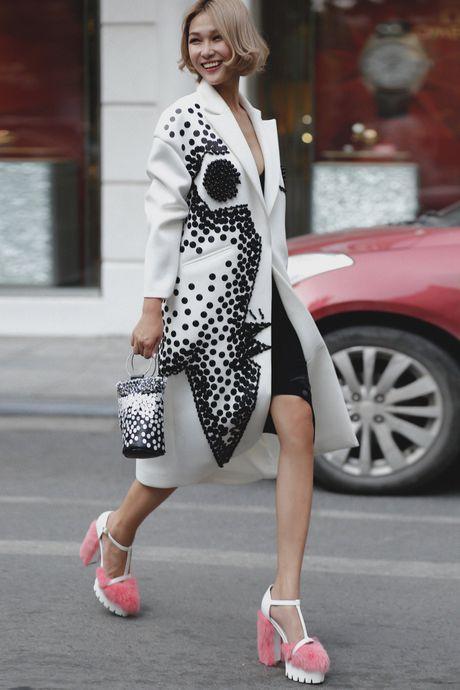 Loat fashionista Viet chuong sac hong trong street style - Anh 8