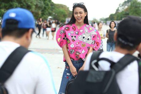 Loat fashionista Viet chuong sac hong trong street style - Anh 9