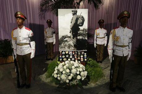 Binh tro cot cua cuu Chu tich Cuba Fidel Castro se duoc di khap dat nuoc trong 4 ngay - Anh 2