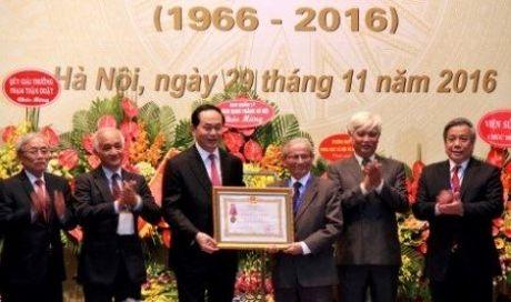 Buc tranh dac biet Hoi Lich su tang Chu tich nuoc Tran Dai Quang - Anh 2